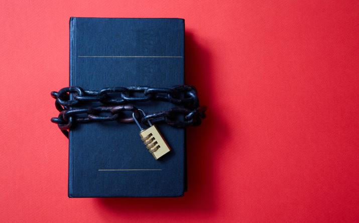 cahier protégé par une chaîne avec cadenas